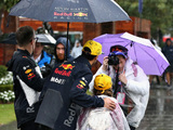 The rain arrives for qualifying day