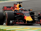 Ricciardo sees 'decent chance' to win finale