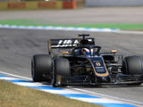 """""""A confusing day"""" for Magnussen as Grosjean much quicker in old-spec car"""