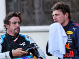 Alonso: Max 'deals with pressure better than others'