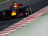 Ricciardo doesn't expect Red Bull to match Mercedes miles