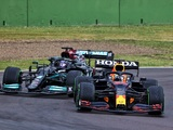 Verstappen beats Hamilton to win chaotic race at Imola