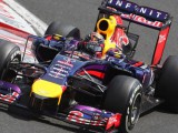 Red Bull hopes for rain to fight Mercedes