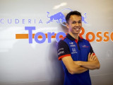Albon pays tribute to Valentino Rossi with F1 race number