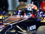 Kvyat beaches Toro Rosso on F1 test debut