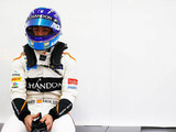 Early drama for Alonso