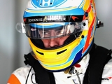 Alonso penalised for ignoring blue flags