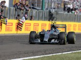 Rosberg criticises Ricciardo over late collision