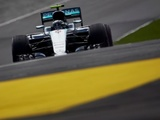 Rosberg stays ahead in second session