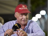 Mercedes boss Niki Lauda wants F1 to reverse grid girl decision