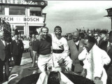 Stirling Moss retires