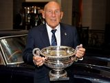 World of motorsport pays tribute to Sir Stirling Moss