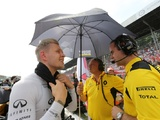 Magnussen looking to keep cool in heat of Singapore
