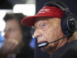 Lauda to 'throw away' walking aid in January