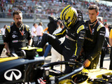 No reserve driver talks with Nico Hulkenberg