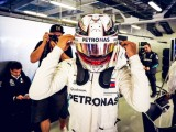 Hamilton apologises to fans, blames FIA for boring FP3