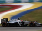 Magnussen struggling with rear tyres
