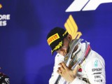 Hamilton cruises to Singapore win... and seemingly his fifth title