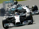 Rosberg apologises, Mercedes duo free to race