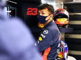 """Albon """"being made to look like an idiot"""" at Red Bull says Russell"""