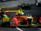 Di Grassi wins inaugural race after last corner drama