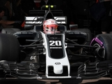Haas' revised F1 livery breaks cover
