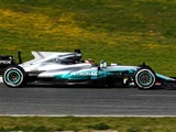 Hamilton edges Vettel as F1 testing kicks off