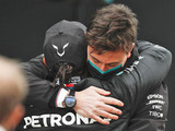 "Wolff ""not worried"" by Hamilton contract delay"