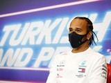 Hamilton looking at bigger picture in Mercedes talks