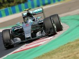 Rosberg aiming to grab chances in title fight