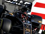 Magnussen 'struggling to see' due to headrest issue