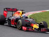 Ricciardo, Magnussen to receive Renault gains