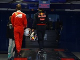 Vettel wouldn't object to a Ricciardo Ferrari swoop