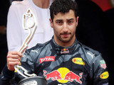 Strategic error denies Ricciardo