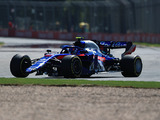 Albon crashes on Toro Rosso debut as he tries to build confidence