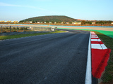 Istanbul Park takes unusual steps to rubber in track