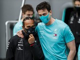 """Wolff expects Hamilton to sign new Mercedes F1 deal despite """"curveballs"""""""