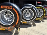 Ecclestone to decide on 2017 tyre supplier