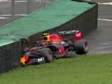 Albon wrecks his Red Bull on slippery surface