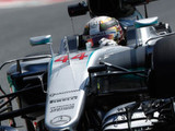 Hamilton sets opening pace as rivals struggle