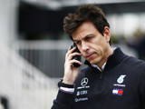 Wolff warns Mercedes over Ferrari chase