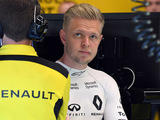 Magnussen escapes big crash with small injury