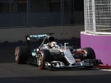 Wolff calls for radio rule review after Mercedes issues