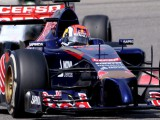 Technical issues curtail Kvyat's running