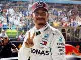 Lewis Hamilton on pole in Singapore