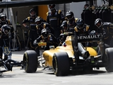 Gearbox issues the cause of Renault double DNF