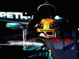 Hamilton edges Vettel to claim first P1