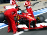 Alonso denies Ferrari is gambling
