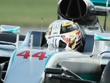 Hamilton arrives for testing with Mercedes