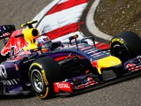 Button: Ricciardo can challenge Mercedes